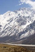 Other side of the valley and on the way to high camp.jpg